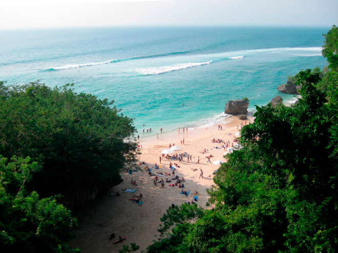 TRACKS The Surfers' Bible – Features Snowing In Bali